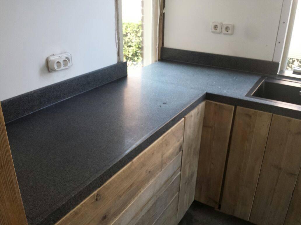 Vloer In Keuken : Natuursteen aanrechtbladen toni vloeren